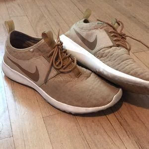 TAN AND ROSE GOLD NIKE SNEAKER